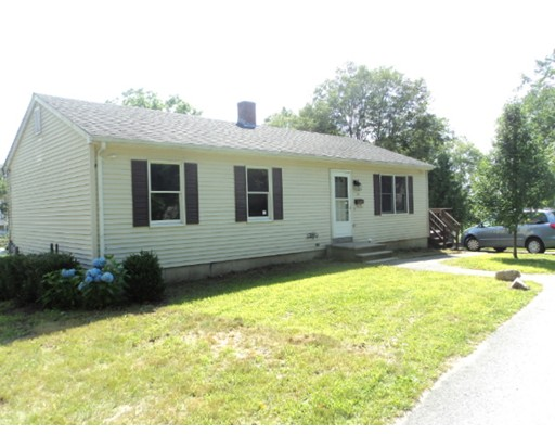 Single Family Home for Sale at 10 Market Street Putnam, Connecticut 06260 United States