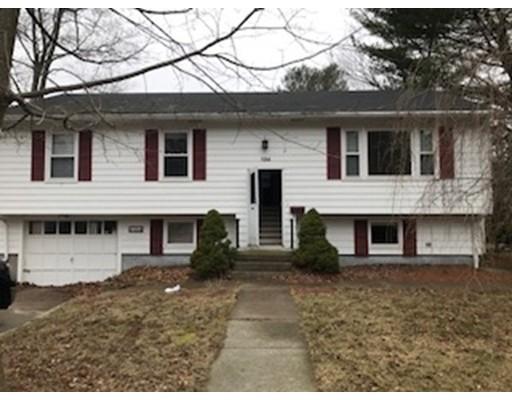 Частный односемейный дом для того Продажа на 134 Broad Street Burrillville, Род-Айленд 02859 Соединенные Штаты