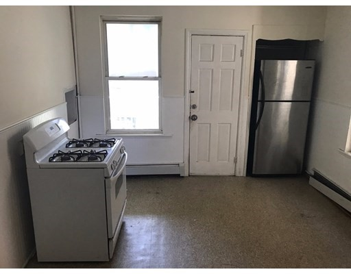 Additional photo for property listing at 20 Howell Street #3 20 Howell Street #3 Boston, Massachusetts 02125 Estados Unidos