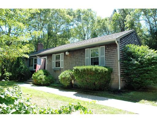 Maison unifamiliale pour l Vente à 140 Clay Pond Road Bourne, Massachusetts 02532 États-Unis