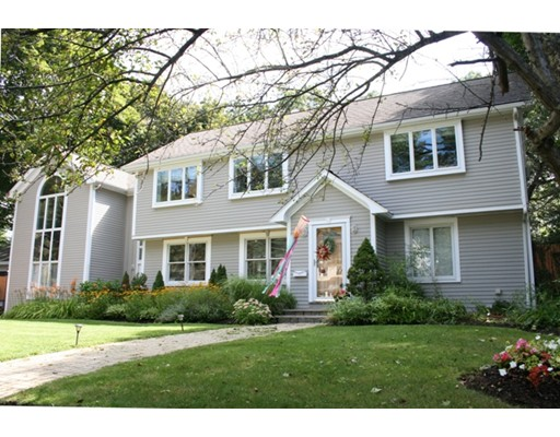 Picture 6 of 2 Locksley Rd  Lynnfield Ma 4 Bedroom Single Family