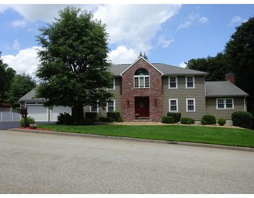 واحد منزل الأسرة للـ Sale في 2 Robertson Road 2 Robertson Road Auburn, Massachusetts 01501 United States