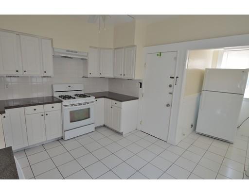 Casa Unifamiliar por un Alquiler en 55 Ridlon Road Boston, Massachusetts 02126 Estados Unidos