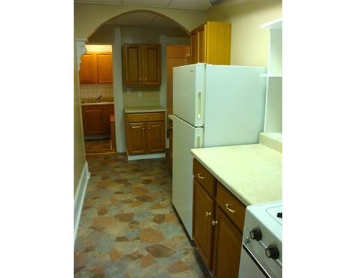 Casa Unifamiliar por un Alquiler en 11 Edwards Street Southbridge, Massachusetts 01550 Estados Unidos