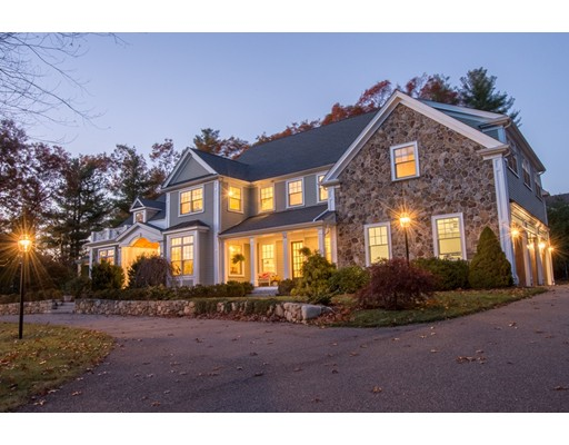واحد منزل الأسرة للـ Sale في 52 Mill Brook Avenue Walpole, Massachusetts 02081 United States