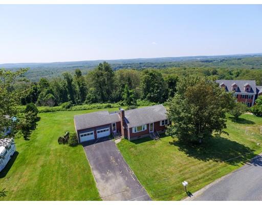 Maison unifamiliale pour l Vente à 81 Potter Hill Road Grafton, Massachusetts 01519 États-Unis