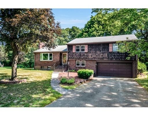 Maison unifamiliale pour l Vente à 25 Carey Circle Canton, Massachusetts 02021 États-Unis