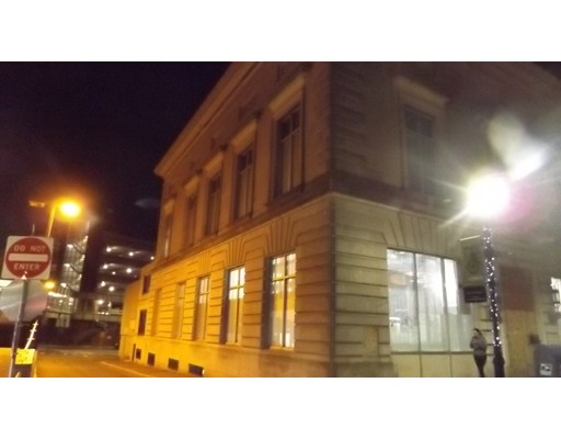 Commercial pour l Vente à 50 Pleasant Street 50 Pleasant Street Malden, Massachusetts 02148 États-Unis