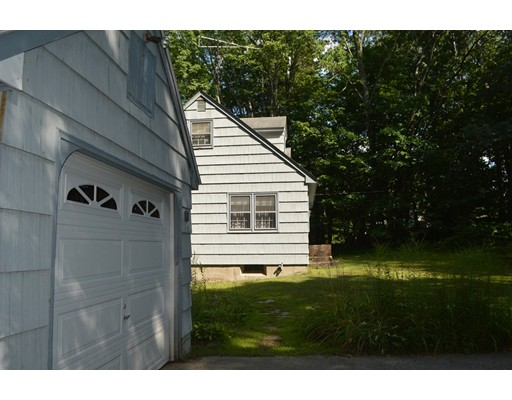 Single Family Home for Sale at 101 East Main 101 East Main Hampstead, New Hampshire 03826 United States