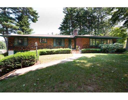Maison unifamiliale pour l Vente à 3 Greenbriar Road Canton, Massachusetts 02021 États-Unis