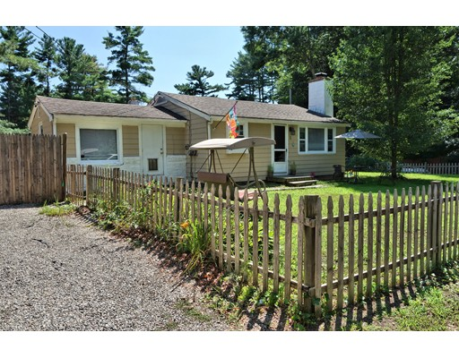 Casa Unifamiliar por un Venta en 1 Spruce Street Halifax, Massachusetts 02338 Estados Unidos