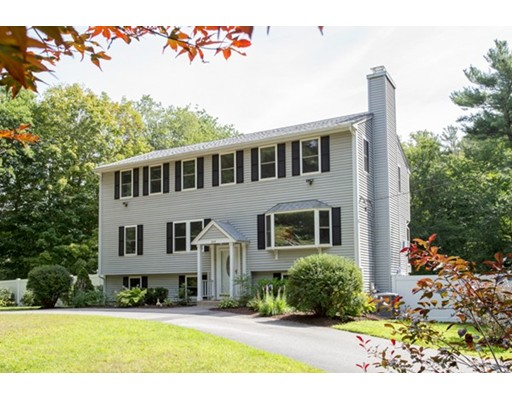 独户住宅 为 销售 在 235 Pleasant Street Hanover, 马萨诸塞州 02339 美国