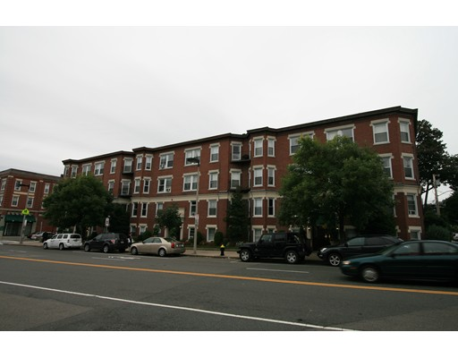 独户住宅 为 出租 在 5 Barrows Street 波士顿, 马萨诸塞州 02134 美国