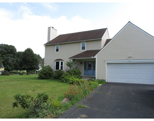 Single Family Home for Sale at 2 Wintergreen Circle 2 Wintergreen Circle Amherst, Massachusetts 01002 United States
