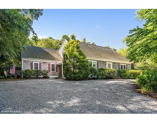 Maison unifamiliale pour l Vente à 297 Scargo Hil Dennis, Massachusetts 02638 États-Unis