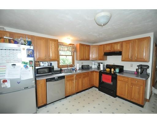 独户住宅 为 销售 在 9 Cushman Street Middleboro, 02346 美国