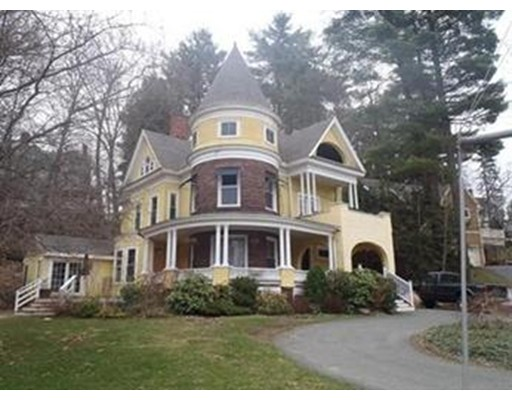 Casa Unifamiliar por un Alquiler en 19 Highland Avenue 19 Highland Avenue Greenfield, Massachusetts 01301 Estados Unidos
