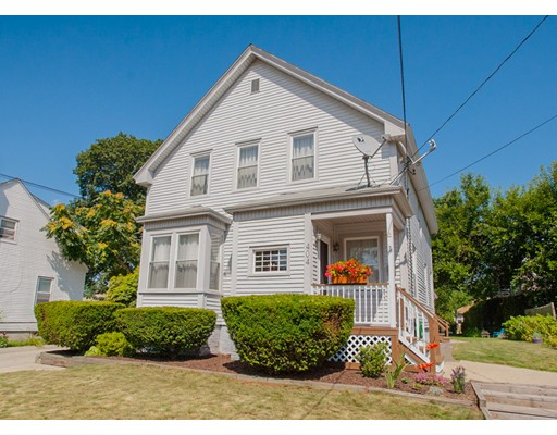 متعددة للعائلات الرئيسية للـ Sale في 404 Bullocks Point Avenue 404 Bullocks Point Avenue East Providence, Rhode Island 02915 United States