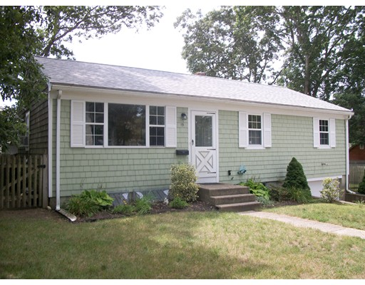 Single Family Home for Sale at 15 Oak Falmouth, Massachusetts 02536 United States