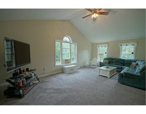 Maison unifamiliale pour l Vente à 9 Morningside Drive Derry, New Hampshire 03038 États-Unis