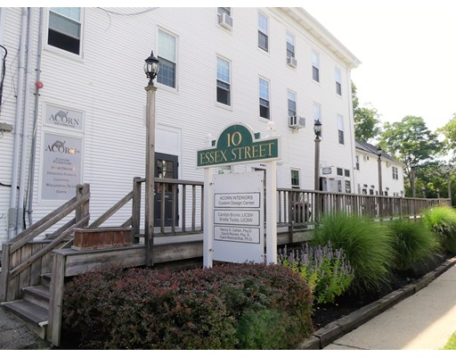 Additional photo for property listing at 8 Essex Street 8 Essex Street Andover, Massachusetts 01810 États-Unis
