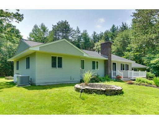 واحد منزل الأسرة للـ Sale في 8 Chapman Road Boxford, Massachusetts 01921 United States