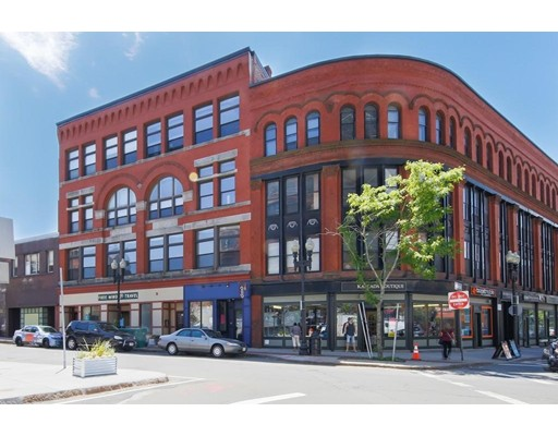 Casa Unifamiliar por un Alquiler en 54 Central Square Lynn, Massachusetts 01901 Estados Unidos
