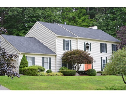 Maison unifamiliale pour l Vente à 44 Dover Circle Franklin, Massachusetts 02038 États-Unis