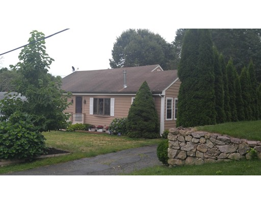 Maison unifamiliale pour l Vente à 142 Longwood Avenue Dartmouth, Massachusetts 02747 États-Unis