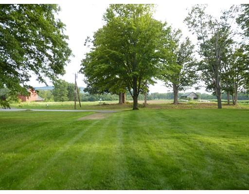 Terrain pour l Vente à 116 Bay Road Hadley, Massachusetts 01035 États-Unis