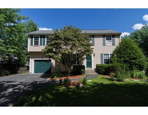 Частный односемейный дом для того Продажа на 764 Union Street Franklin, Массачусетс 02038 Соединенные Штаты