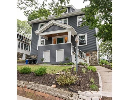 Maison unifamiliale pour l Vente à 11 Woodland Road Malden, Massachusetts 02148 États-Unis