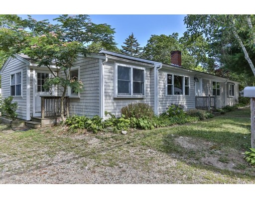 واحد منزل الأسرة للـ Sale في 127 Seacoast Shores Falmouth, Massachusetts 02536 United States
