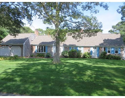 واحد منزل الأسرة للـ Sale في 51 Monomoy Road Harwich, Massachusetts 02646 United States