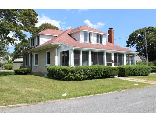 واحد منزل الأسرة للـ Sale في 52 Crescent Avenue Falmouth, Massachusetts 02540 United States