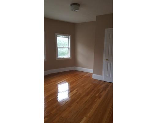 Частный односемейный дом для того Аренда на 20 Waverly Avenue Everett, Массачусетс 02149 Соединенные Штаты