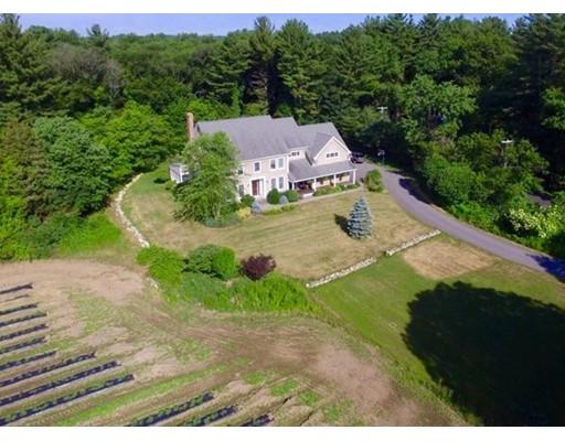 Maison unifamiliale pour l Vente à 102 River Road Topsfield, Massachusetts 01983 États-Unis