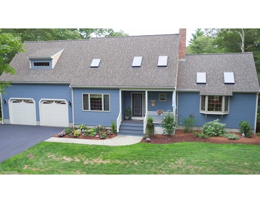 Maison unifamiliale pour l Vente à 42 MEDEIROS LANE Dartmouth, Massachusetts 02747 États-Unis
