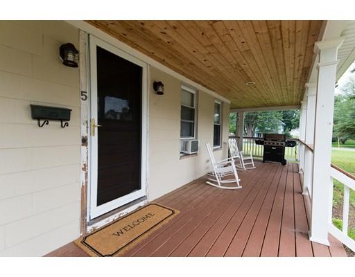 独户住宅 为 销售 在 5 Lester Street East Longmeadow, 马萨诸塞州 01028 美国