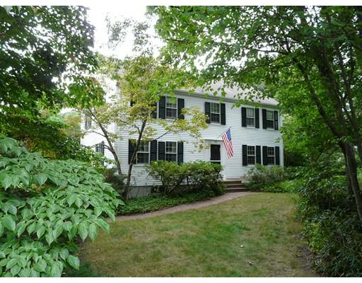 Maison unifamiliale pour l Vente à 2 Oak Circle Dover, Massachusetts 02030 États-Unis