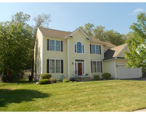 Maison unifamiliale pour l Vente à 68 Aspen Avenue Grafton, Massachusetts 01560 États-Unis