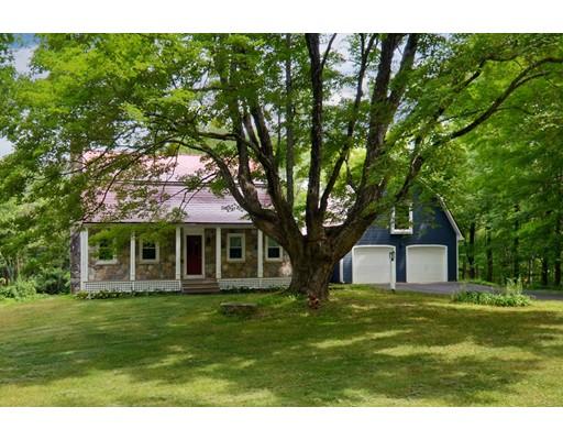 Maison unifamiliale pour l Vente à 210 Maple Street Douglas, Massachusetts 01516 États-Unis
