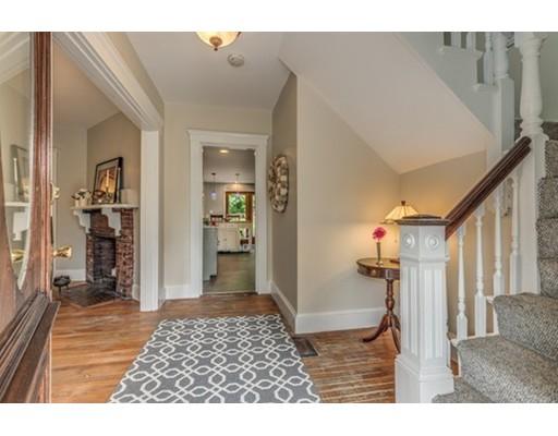 Maison unifamiliale pour l Vente à 110 Essex Street Beverly, Massachusetts 01915 États-Unis