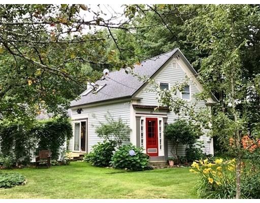 واحد منزل الأسرة للـ Sale في 21 Doe Valley Road Athol, Massachusetts 01331 United States