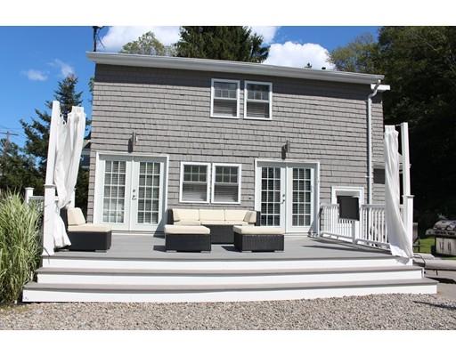 واحد منزل الأسرة للـ Sale في 402 Essex Avenue Gloucester, Massachusetts 01930 United States