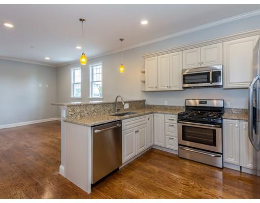 共管式独立产权公寓 为 销售 在 110 Shute Street Everett, 马萨诸塞州 02149 美国