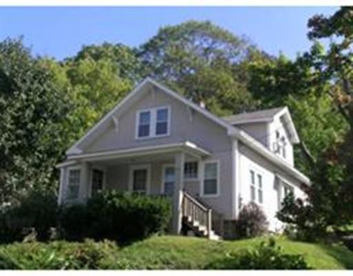 متعددة للعائلات الرئيسية للـ Sale في 207 Marshall Street Fitchburg, Massachusetts 01420 United States
