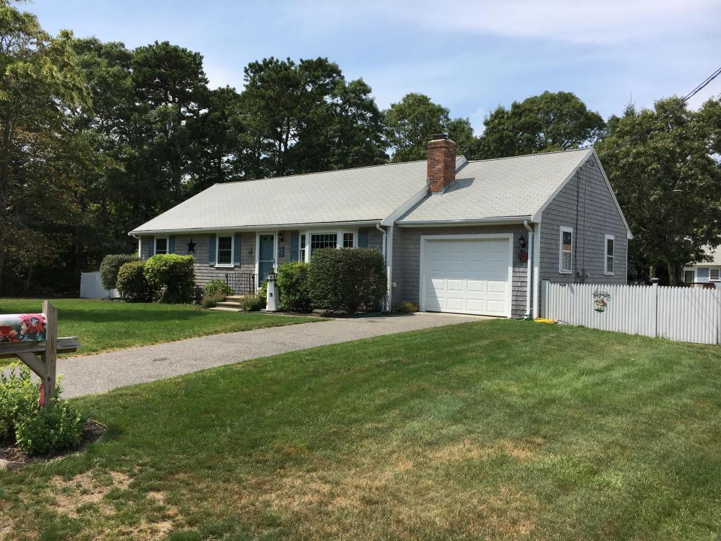 Casa Unifamiliar por un Venta en 32 Captain Bearse 32 Captain Bearse Yarmouth, Massachusetts 02664 Estados Unidos
