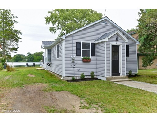 Maison unifamiliale pour l Vente à 92 Lakeside Avenue Dartmouth, Massachusetts 02747 États-Unis