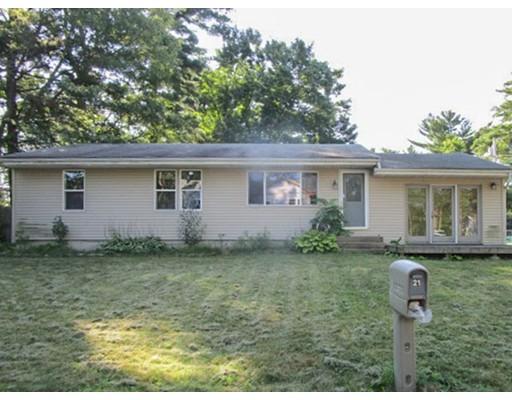 واحد منزل الأسرة للـ Sale في 21 Harrington Road Coventry, Rhode Island 02816 United States